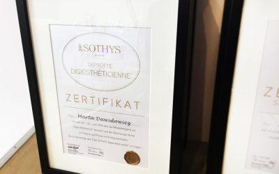 Zertifikat mit Zungenbrecher: Geprüfte Digiesthéticienne™.